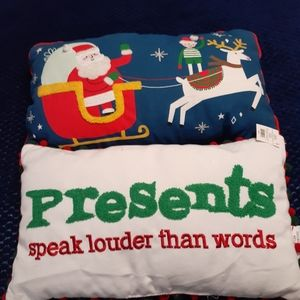 🎁3 for 30🎁 2 really cute Christmas pillows